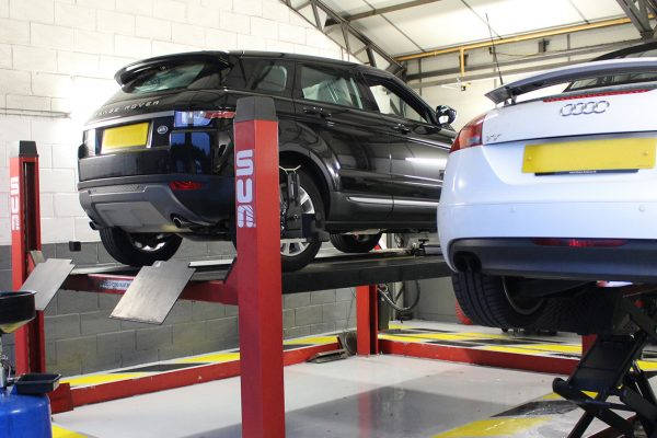 Specialists in Vehicle Recovery, Servicing, Repairs, MOT, Diagnostic & Tyres in Essex